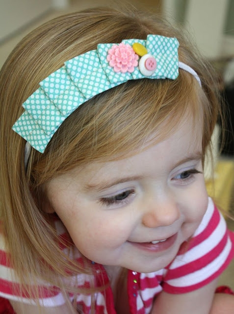 http://www.craftinessisnotoptional.com/2011/01/pleated-headband-tutorial.html