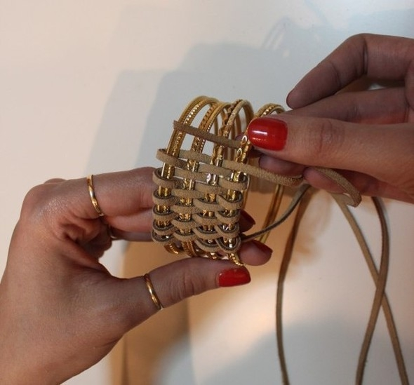 Tags. leather lace. bracelet. thin bangles.  DIY. via.  If you want to make a nice gift or simply to impress with a...