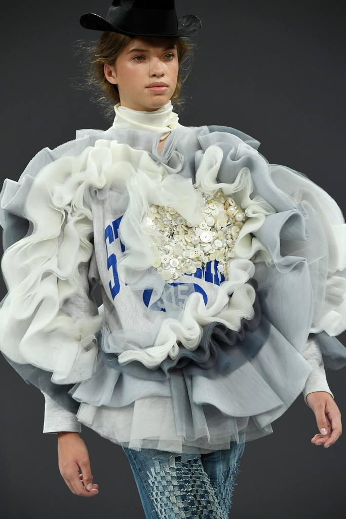 Viktor & Rolf Fall Winter 2016 Couture Collection