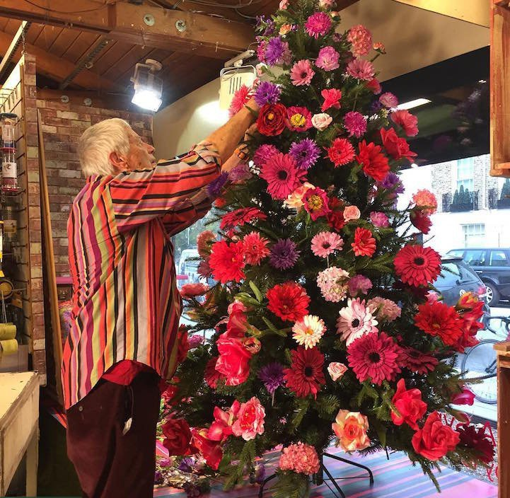 Christmas tree decorations with flowers